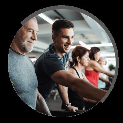 Fitness an Geräten in Kleingruppen bei NOVOTERGUM Physiotherapie